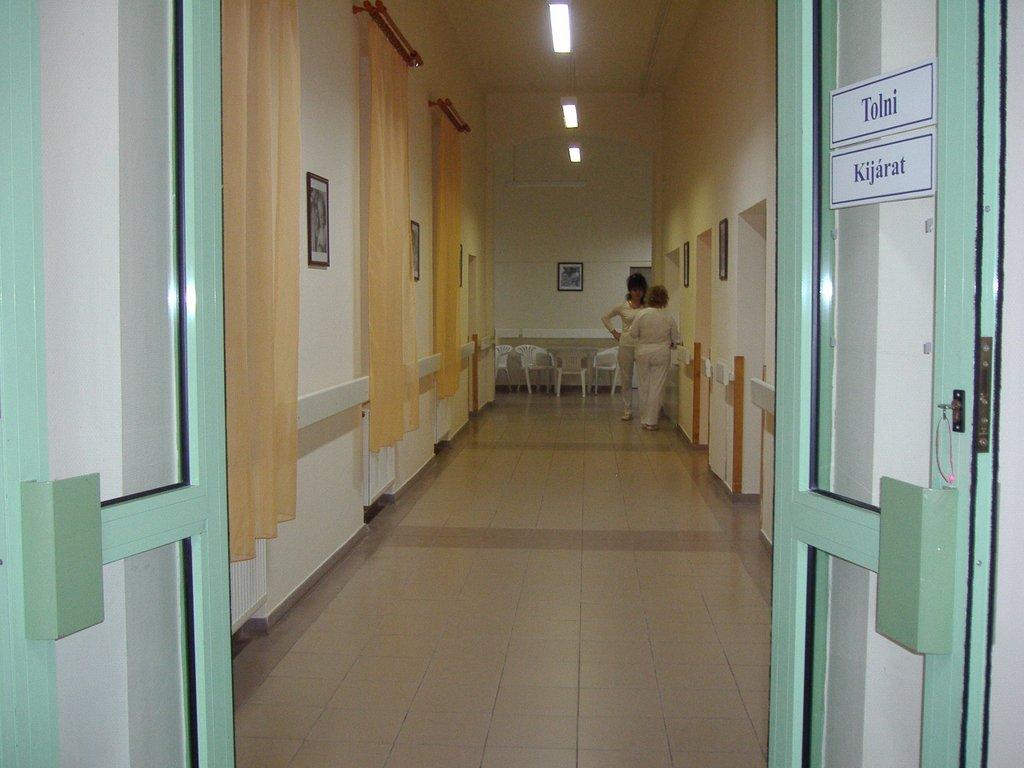 Nőgyógyászati Osztály bejárat és folyosó